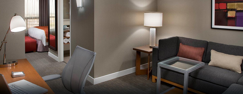 Hôtel Hilton Toronto Airport Hotel & Suites - Salle de séjour d'une suite