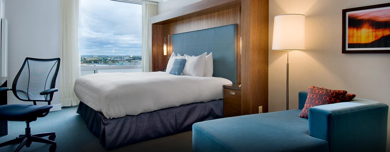 Hôtel Hilton Toronto Airport Hotel & Suites - Chambre de luxe avec très grand lit