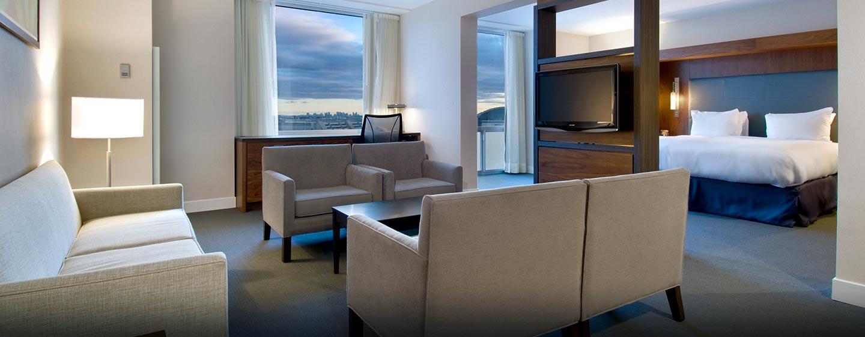 Hôtel Hilton Toronto Airport Hotel & Suites - Chambre d'angle avec très grand lit
