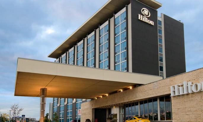 Hilton Toronto Airport Hotel & Suites, ON, Canada - Extérieur