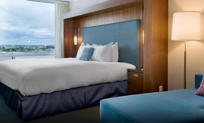 Hôtel Hilton Toronto Airport Hotel & Suites, ON, Canada - Chambre de luxe avec très grand lit
