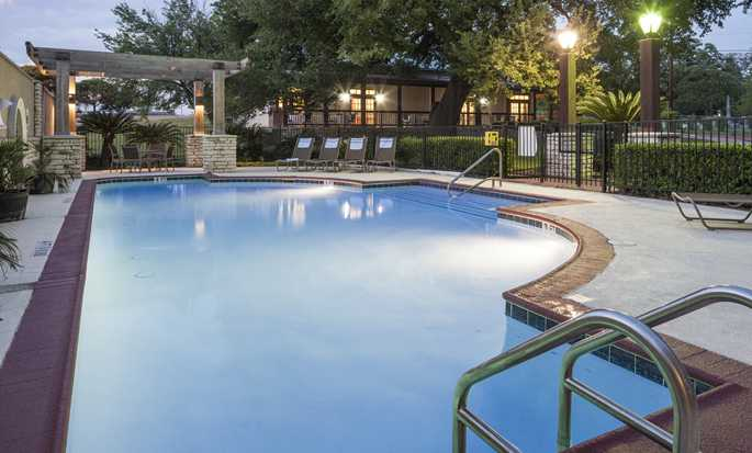 Hotel DoubleTree by Hilton Austin - University Area, Estados Unidos - Piscina