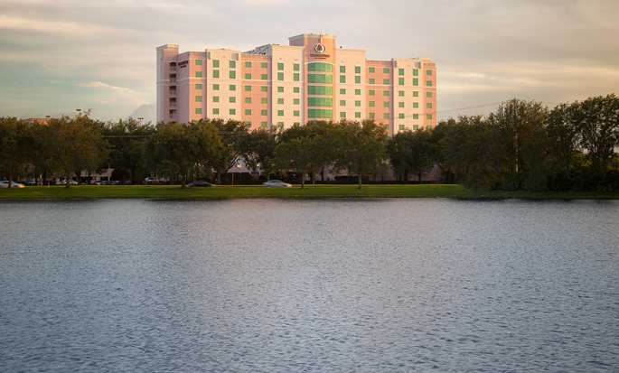 DoubleTree by Hilton Hotel Sunrise - Sawgrass Mills, Florida USA - Hotel Exterior