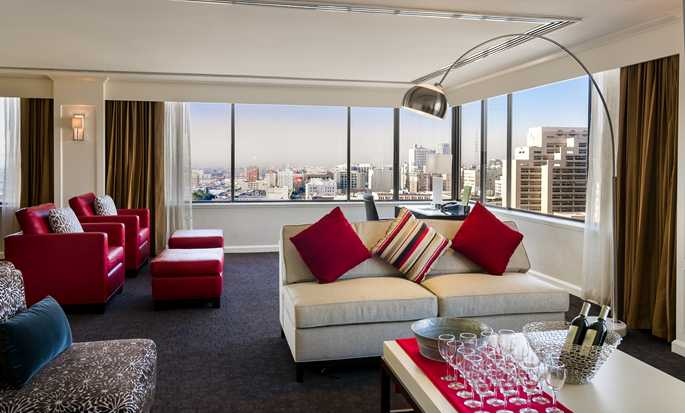 Hotel DoubleTree by Hilton Los Angeles Downtown, EUA - Sala de estar de la Suite Presidencial