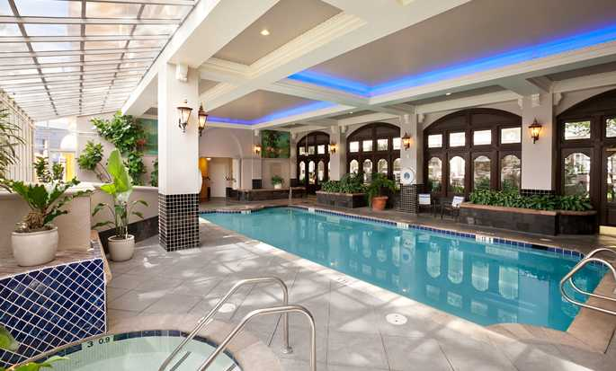 Hotel Embassy Suites San Francisco Airport - Waterfront, Estados Unidos - Piscina