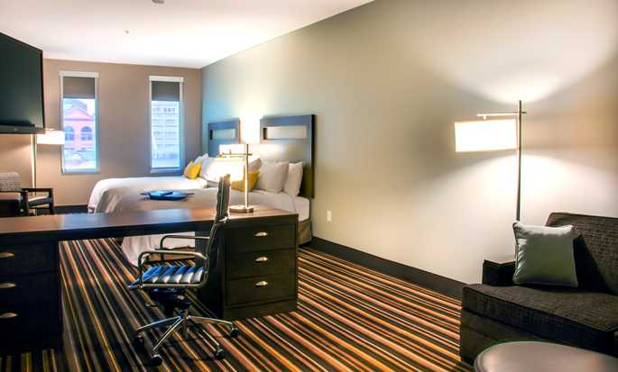 Hampton Inn & Suites Denver Downtown-Convention Center, Colorado - Sala de estar de la suite con camas Queen