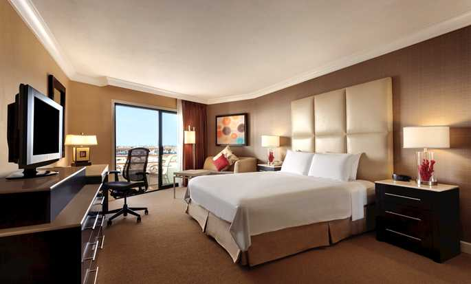 Hotel Hilton Waterfront Beach Resort, Huntington Beach, California - Habitación con cama King y vista al mar