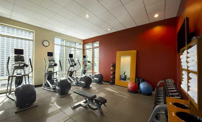 Hilton Chicago Magnificent Mile Suites Hotel - Gimnasio