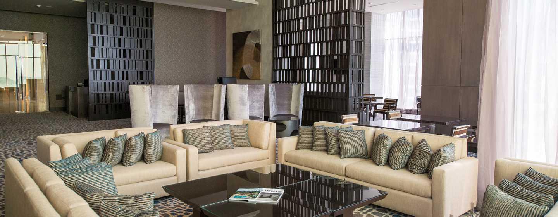 Hoteles en panam hilton panam panam for Sala de estar noche