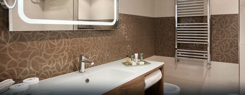 Hotel Hilton Barcelona, España - Baño de la habitación con cama King