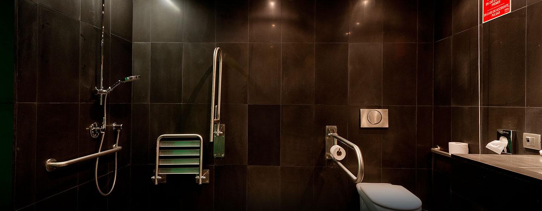 DoubleTree by Hilton Hotel & Conference Center La Mola, Terrassa, España - Baño accesible para personas con discapacidades