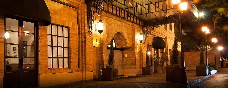 Hotel Embassy Suites by Hilton Bogotá - Rosales - Colombia - Entrada del hotel