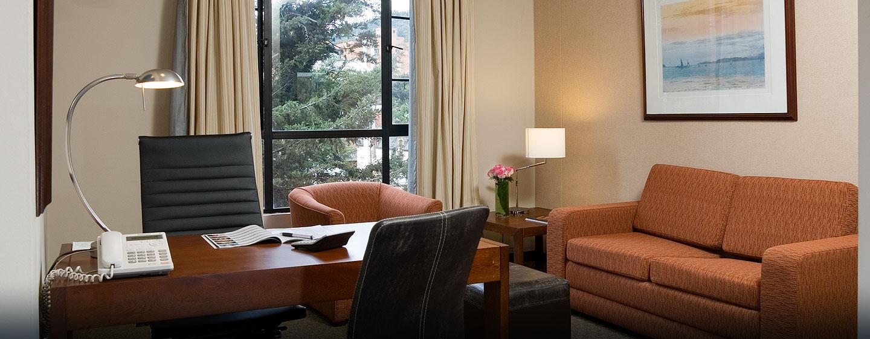 Hotel Embassy Suites by Hilton Bogotá - Rosales - Colombia - Sala de estar de la suite