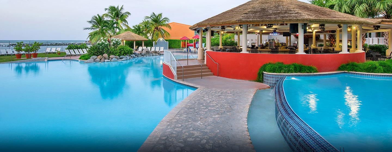 Embassy Suites Dorado Del Mar Beach Resort, Puerto Rico - Bar de la piscina Blue Seahorse