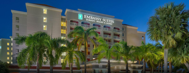 Embassy Suites Dorado Del Mar Beach Resort, Puerto Rico - Hotel por la noche