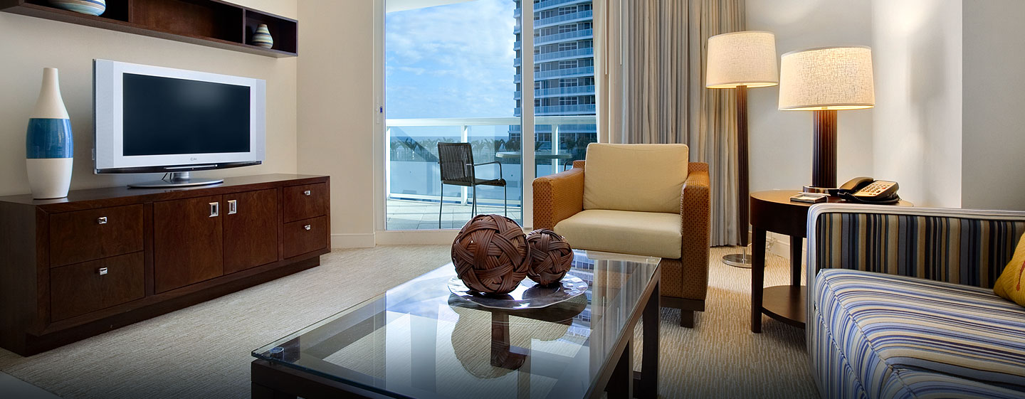 Hotel Hilton Fort Lauderdale Beach Resort, FL - Sala de estar de la suite junior