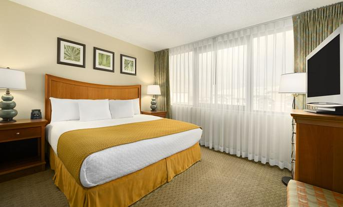 Embassy Suites Orlando - International Drive/Jamaican Court, Orlando FL - King Suite Bedroom