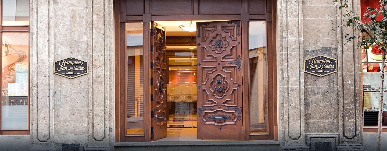 Hotel Hampton Inn & Suites Mexico City - Centro Histórico, Distrito Federal, México - Entrada del hotel