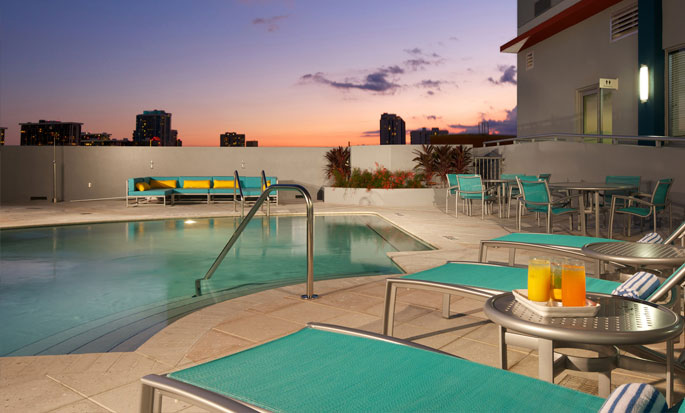 Hotel Hampton Inn & Suites Miami/Brickell-Downtown, FL - Piscina al aire libre