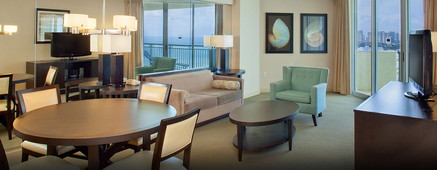 Hotel DoubleTree by Hilton Ocean Point Resort & Spa - North Miami Beach, FL - Sala de estar de la suite