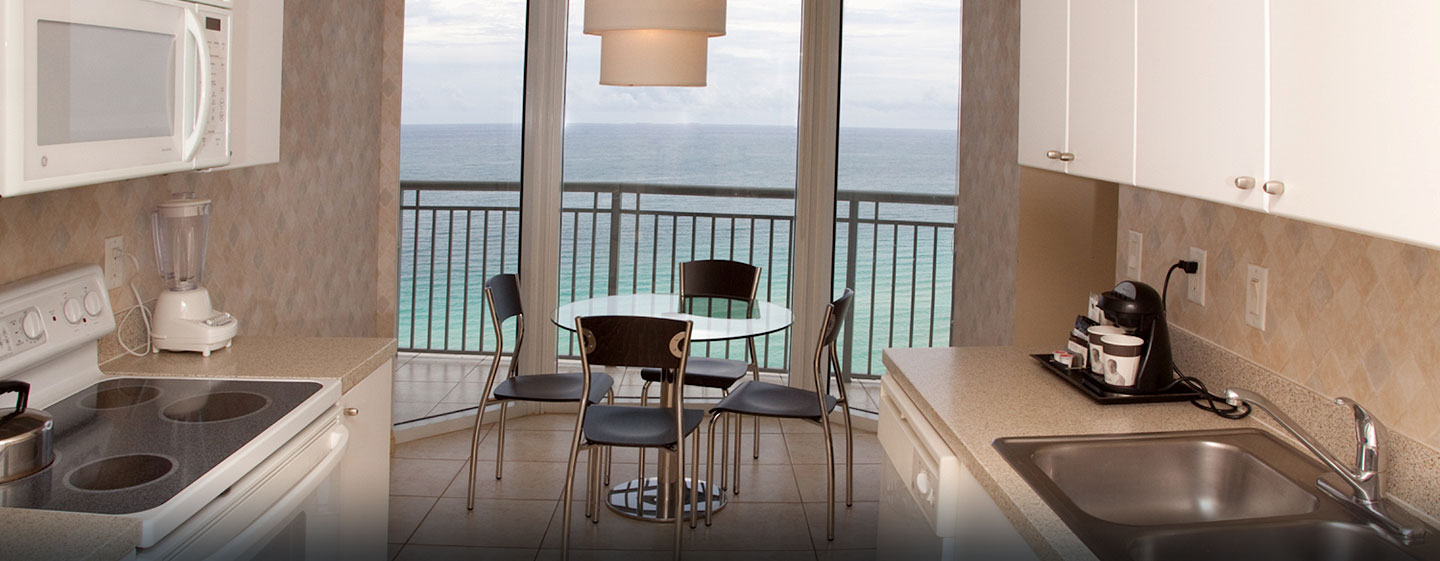 Hotel DoubleTree by Hilton Ocean Point Resort & Spa - North Miami Beach, FL - Cocina de la suite