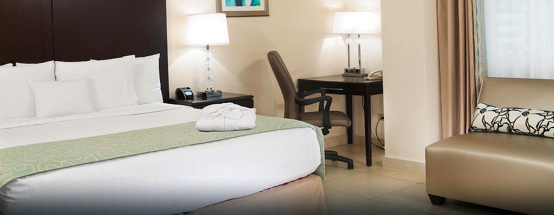 Hotel DoubleTree by Hilton Hotel Panama City - El Carmen, Panamá - Habitación de lujo con cama king