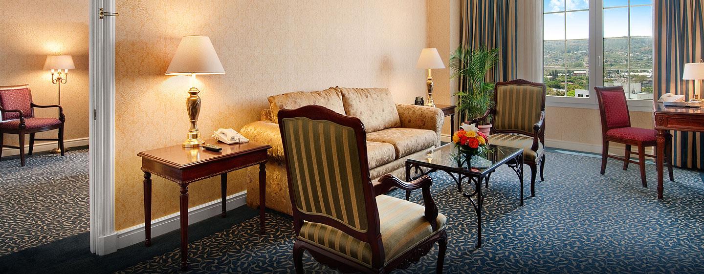 Hotel Hilton Princess San Salvador, El Salvador - Sala de estar de la suite junior
