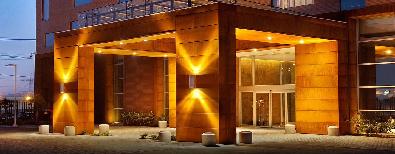 Hilton Garden Inn Santiago Airport, Chile - Entrada del hotel