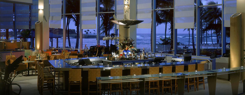 Hotel Caribe Hilton - Bar Oasis por la noche