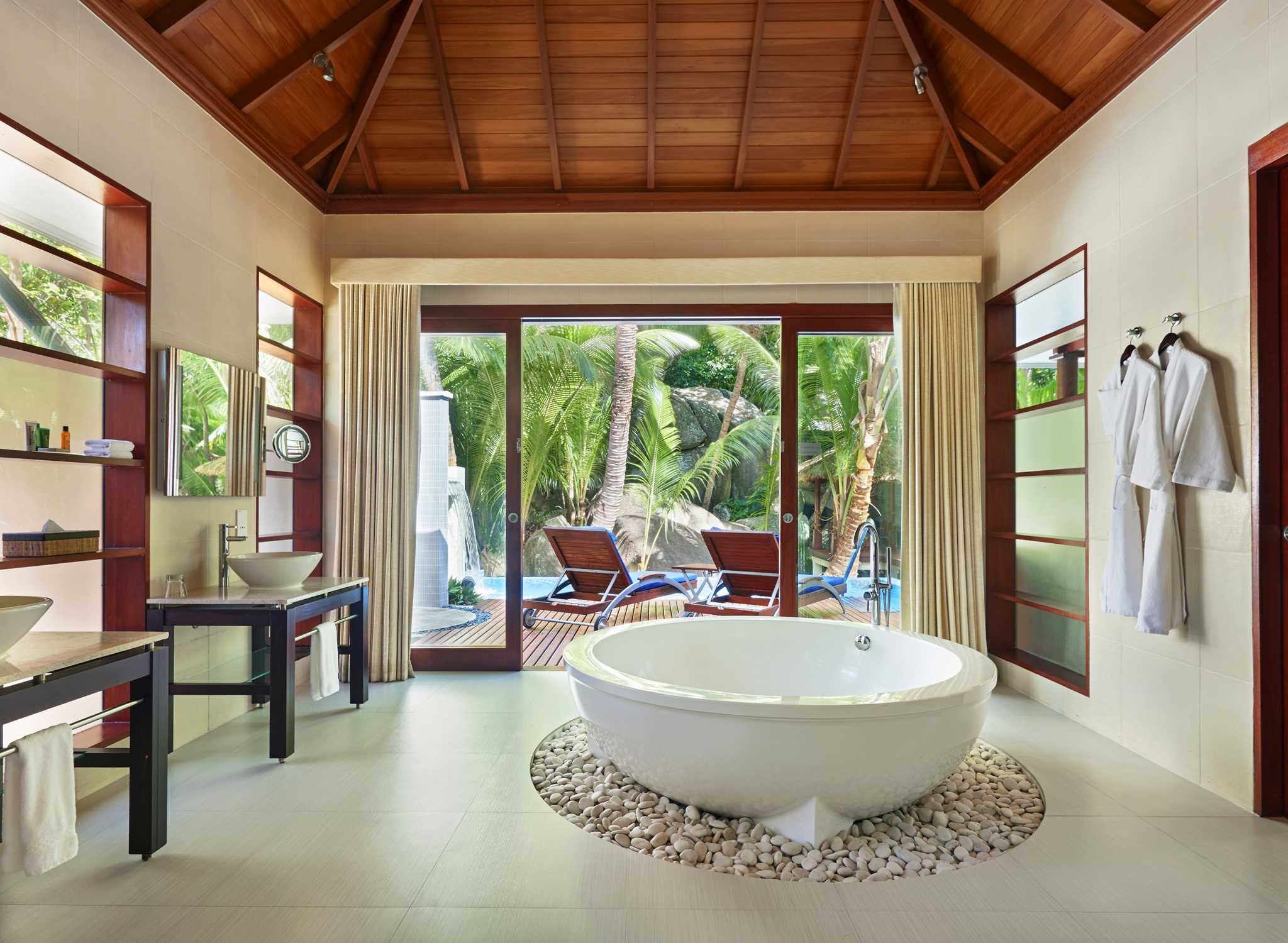 H tel hilton seychelles labriz resort spa seychelles h tels aux seyc - Salle de bain luxe hotel ...