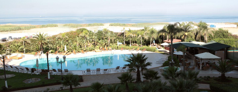 Hôtel Hilton Alger - Piscine extérieure et vue sur la mer