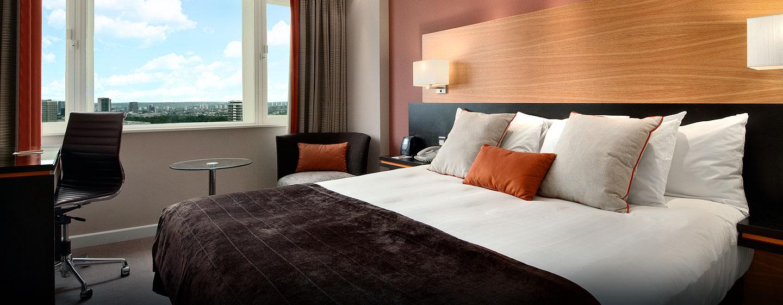 Hôtel Hilton London Metropole, Londres - Chambre de luxe avec très grand lit