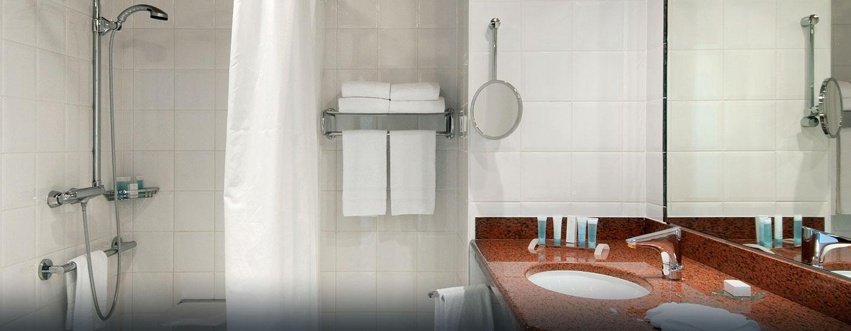 Hôtel Hilton Strasbourg, France - Salle de bains pour personnes à mobilité réduite