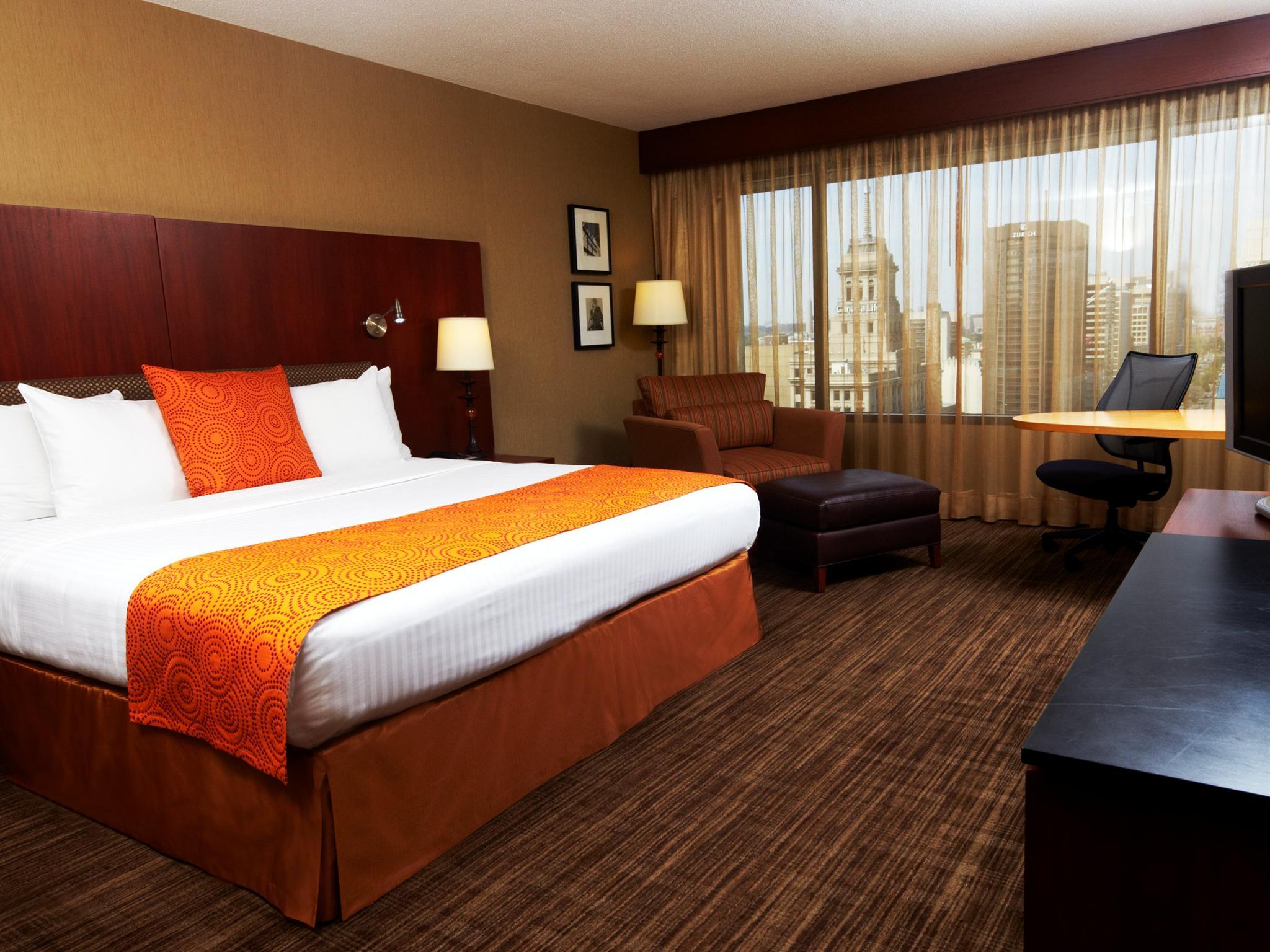 Mobilier Chambre Bebe Originale :  Toronto Hotel, ON, Canada  Chambre de luxe avec très grand lit