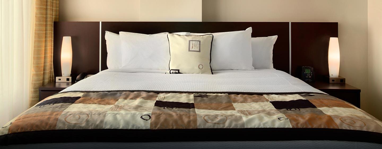 Hôtel Embassy Suites by Hilton Montreal, QC, Canada - Très grand lit