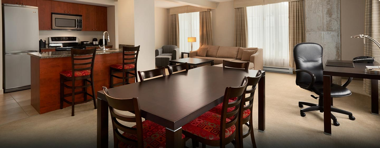 Hôtel Embassy Suites by Hilton Montreal, QC, Canada - Coin repas d'une suite