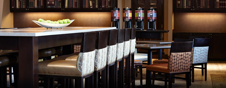 Hôtel Hampton Inn & Suites by Hilton Montreal-Dorval, Q.B., Canada - Espace petit déjeuner