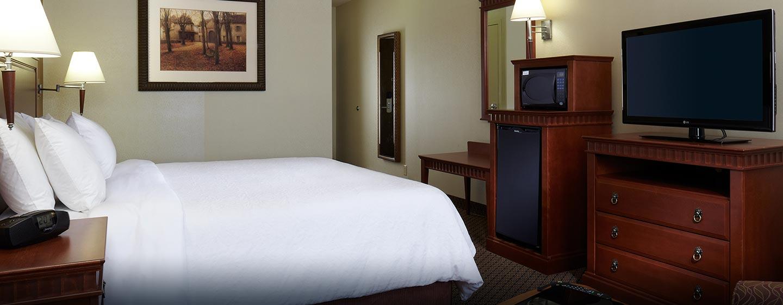 Hôtel Hampton Inn & Suites by Hilton Montreal-Dorval, QC, Canada - Chambre avec très grand lit