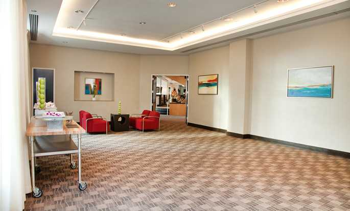 GALLERYone – a DoubleTree Suites by Hilton Hotel, EUA – Sala Louvre