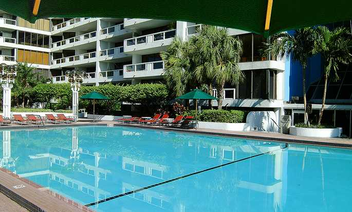 DoubleTree by Hilton Grand Hotel Biscayne Bay hotel - Outdoor pool