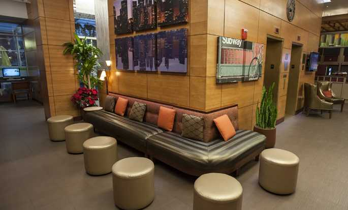 DoubleTree by Hilton Hotel New York - Lobby