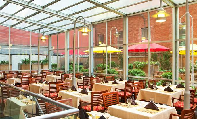 DoubleTree by Hilton Hotel New York - Restaurant