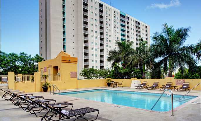 Hampton Inn & Suites Miami-Airport South-Blue Lagoon Hotel, FL - Outdoor Pool