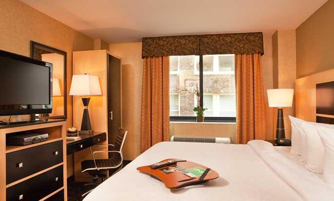 Hampton Inn Manhattan-35th St/Empire State Bldg, USA - King guest room