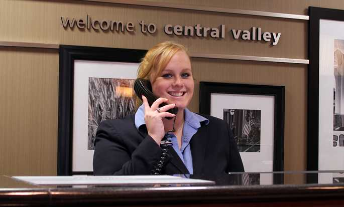 Hampton Inn Harriman Woodbury Hotel, NY - Front Desk
