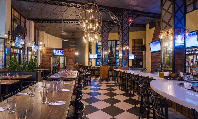 Hilton Garden Inn New York/Tribeca hotel, New York - AOA Bar & Grill