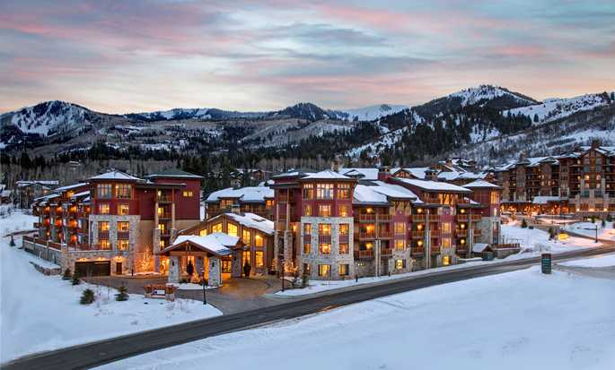 Sunrise Lodge, Hilton Grand Vacations, Utah, USA - Dusk Mountains