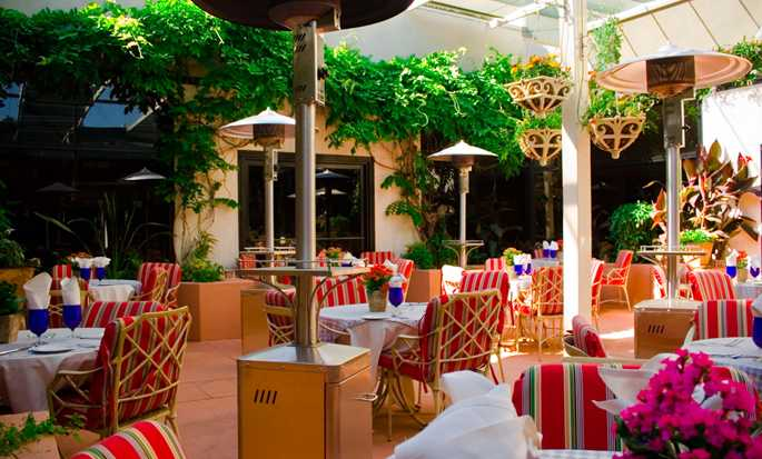 Hilton Los Angeles-Universal City, USA - Open air patio
