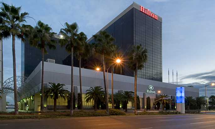 Hilton Los Angeles Airport Hotel, Ca - Exterior At Night