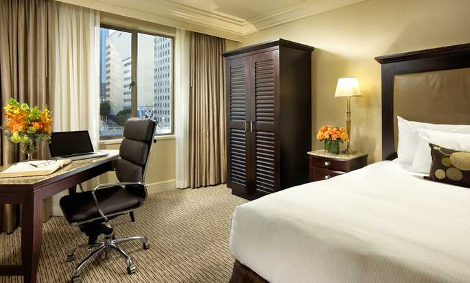 Hilton Checkers Los Angeles hotel - King Room